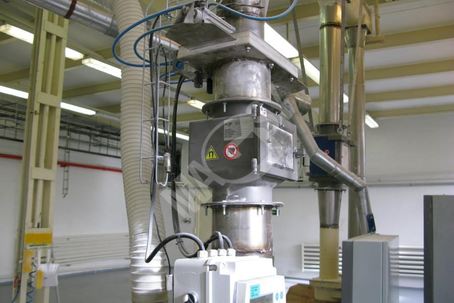 Magnetický separátor s výsuvnými roštami MSV